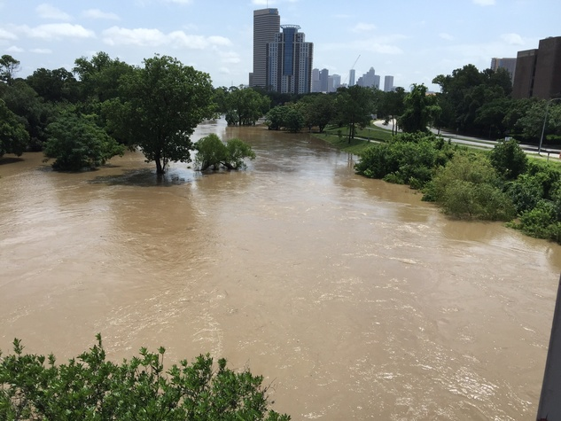 News-Shelby-Buffalo-Bayou-Park-flood-May-2015_110239