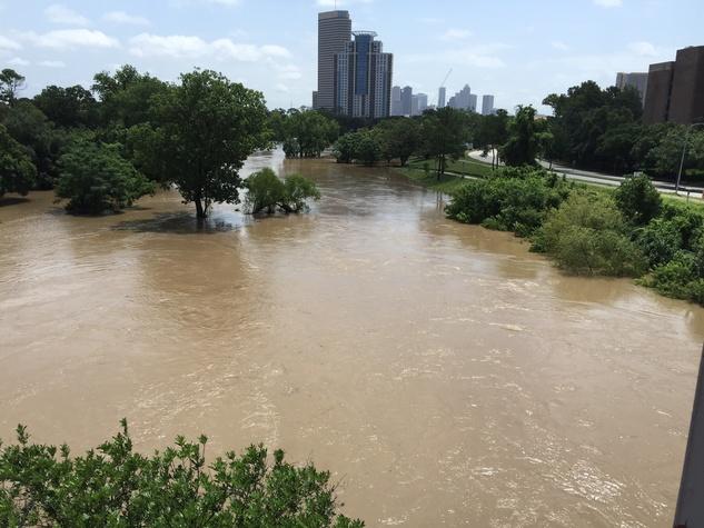 News-Shelby-Buffalo-Bayou-Park-flood-May-2015_110239